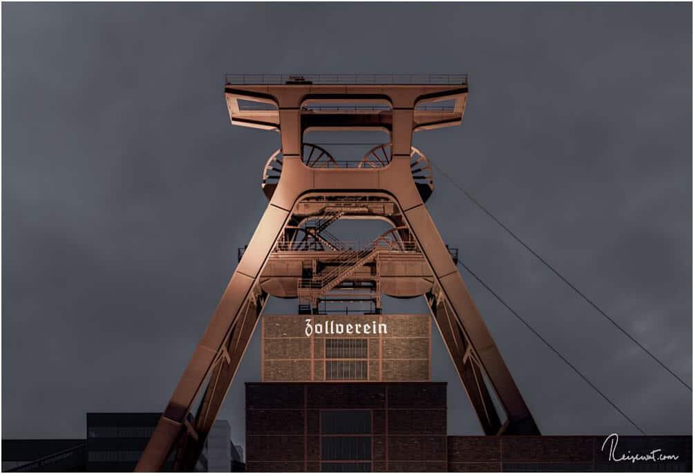 Der ehemalige Förderturm der Zeche Zollverein in Essen