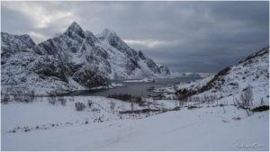 Fjord auf der Zufahrt zum Unstad Beach