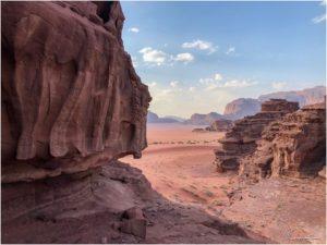 Ausblick ins Wadi Rum von einem Felsen oberhalb unseres Camps