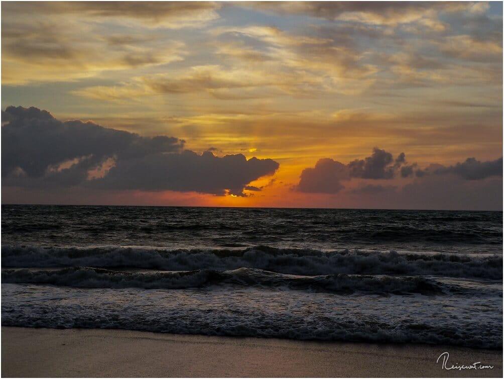 Und in der Tat .... was für ein grandioser Sonnenaufgang um kurz nach 5 Uhr Morgens ...