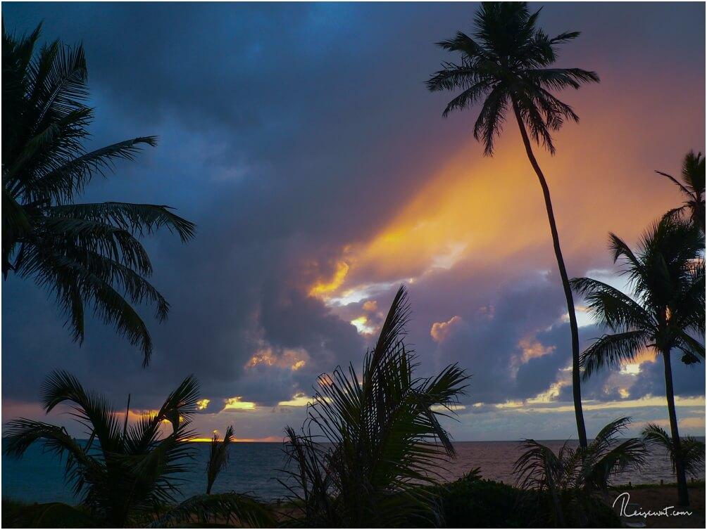 Als wir wach werden bahnt sich bereits ein gigantischer Sonnenaufgang über dem Meer an