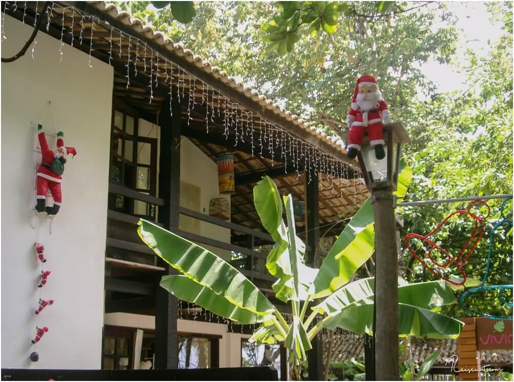 Weihnachtsdeko unter Palmen, das ist schon recht kurios