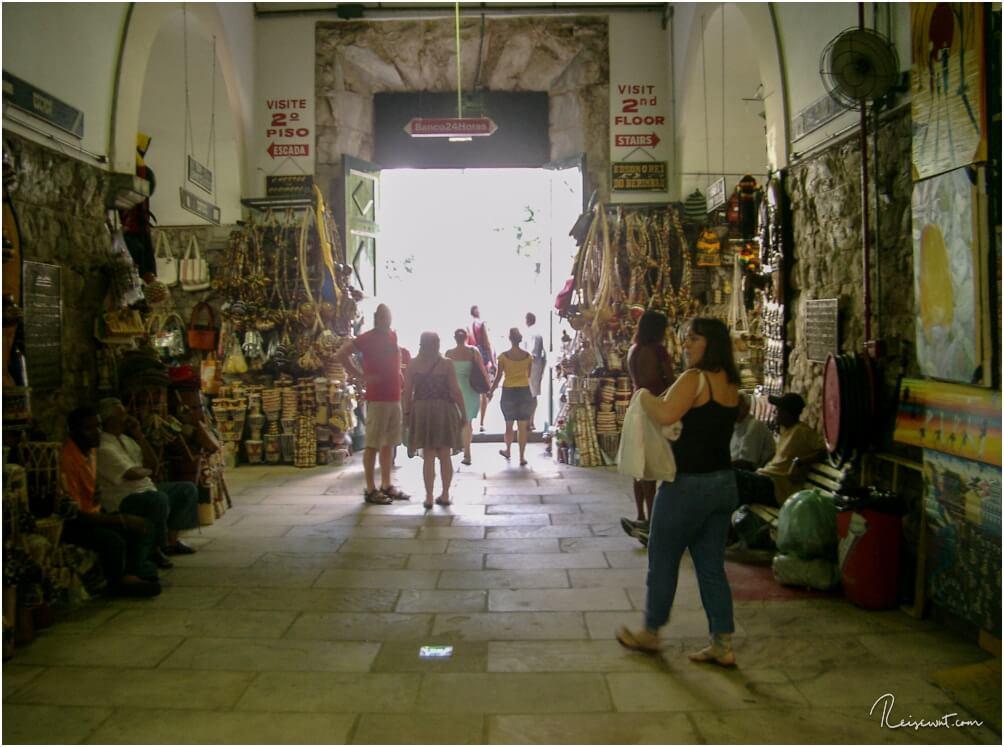 Im Inneren des Mercado Modelo, der Touristenfalle Nummer 1 vor Ort