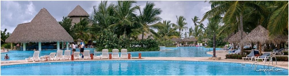 Das ist nur ein Teil der weitläufig angelegten Poollandschaft, die sich durch die Anlage des Hotels zieht.