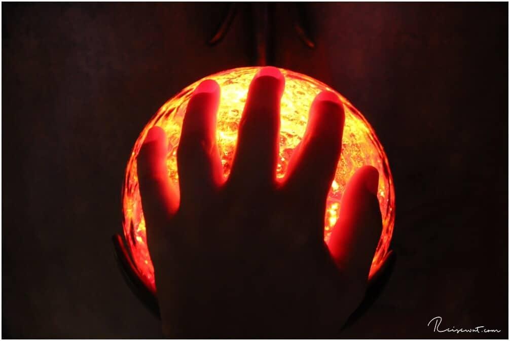 Ein Feuerball, meine Hand, fertig ist das merkwürdige Foto