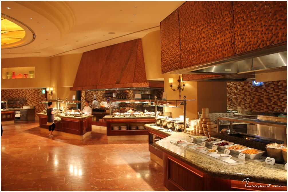 Das Frühstücksrestaurant im Atlantis Hotel