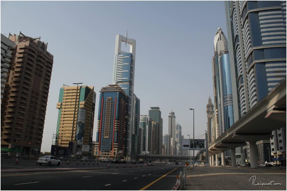 Die Sheikh Zayed Road in Dubai zählt weltweit zu einer DER Straßen mit den meisten Unfällen