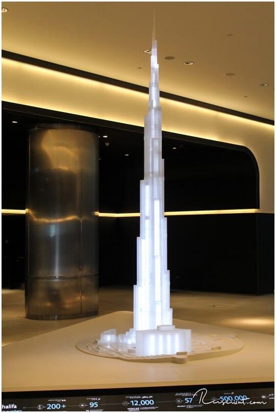 Gläsernes Model vom Turm ...
