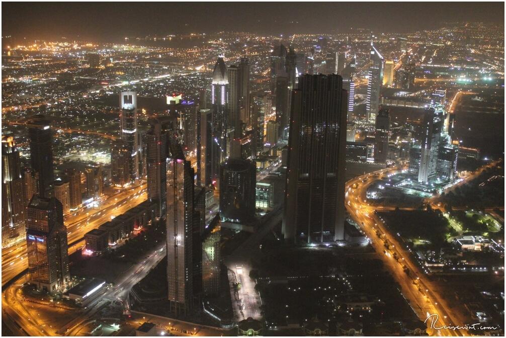 Es ist dunkel geworden ... wenn die Lichter angehen werden einem die Dimensionen Dubais erst bewusst