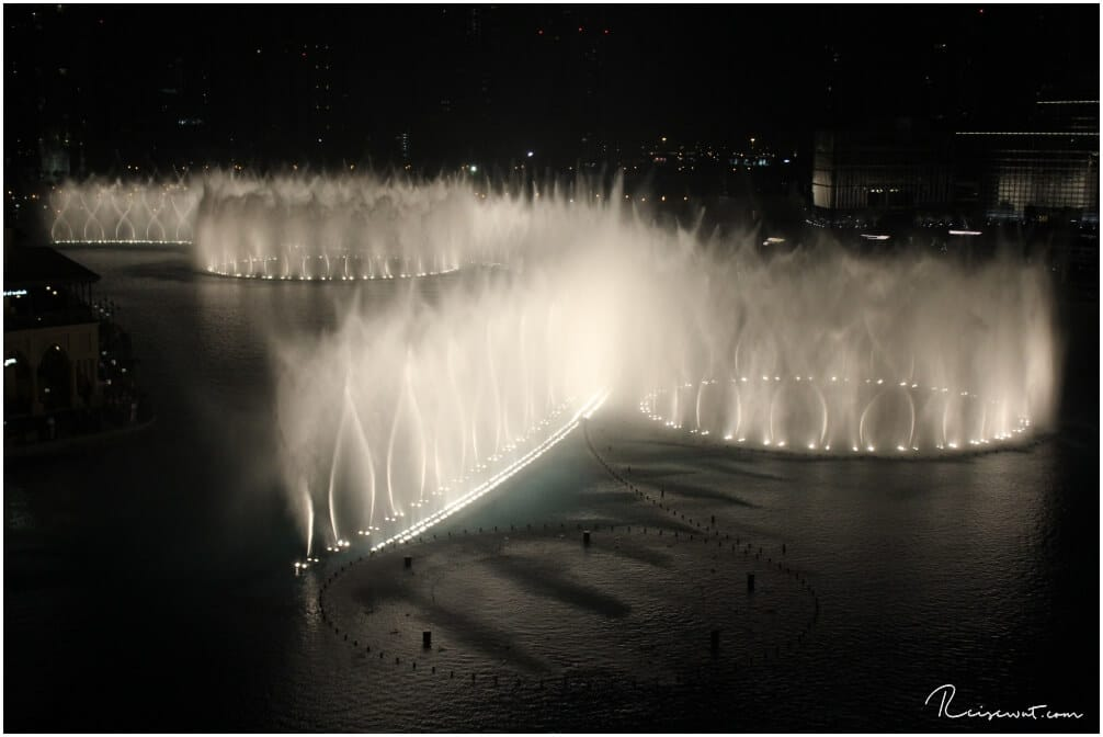 Die Dubai Fountains von Joe's Cafe aus gesehen