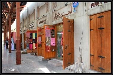 Einer der zahlreichen Stoff-Souks in Deira