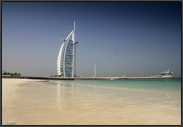 Burj Al Arab vom Jumeirah Public Beach aus gesehen