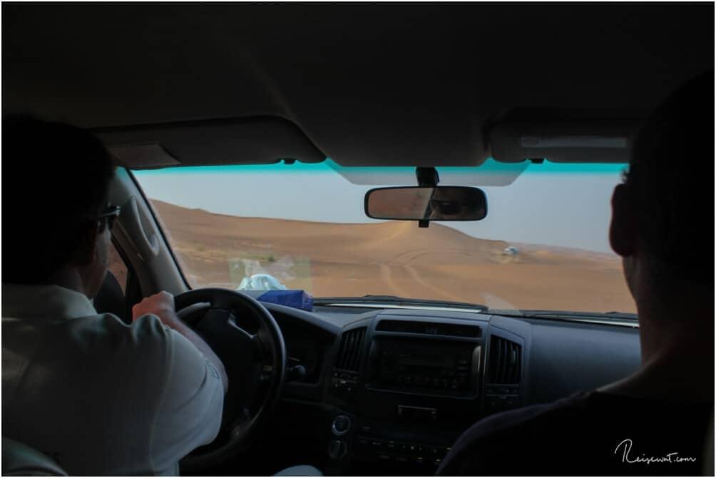 Der Blick aus dem Auto heraus während der Wüstensafari
