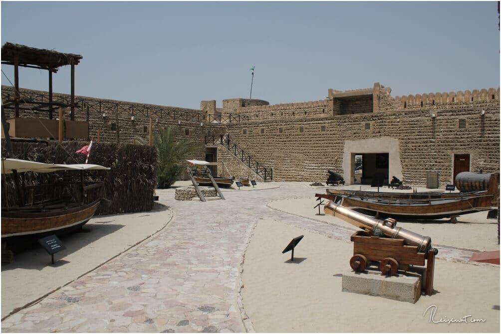 Der Innenhof des Fort Al Fahidi, von dort aus gelangt man in die diversen Bereiche nach Innen, wo man in die Geschichte Dubais eintaucht