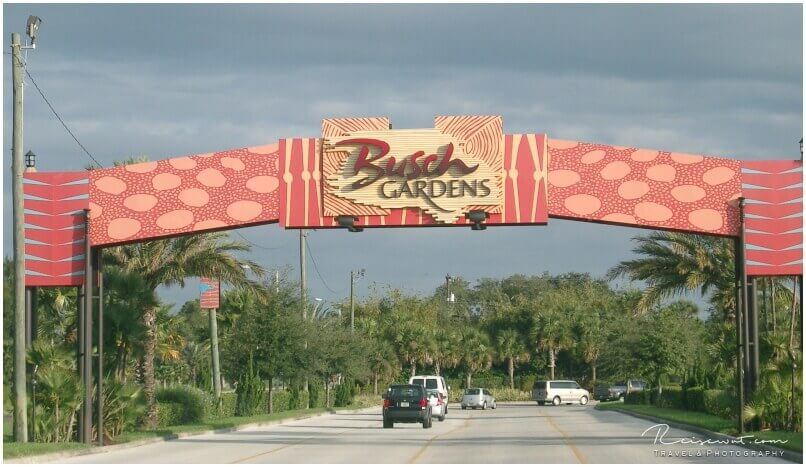 Das Tor nach Busch Gardens, hier kommt man zwangsweise mit dem Auto an