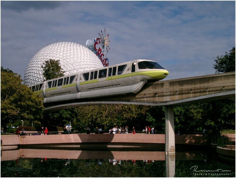 Die Monorail fährt auch durch EPCOT