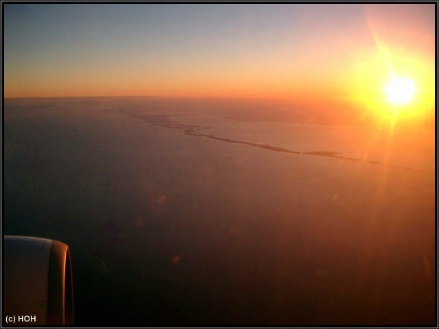 Sunset im Flieger auf dem Hinflug nach Miami ... unter uns liegt der Biscayne National Park