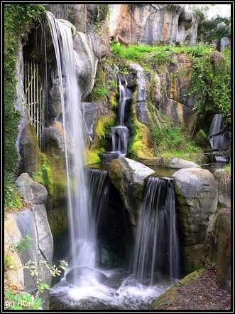 Myombe Reserve Waterfall ... 1/4s