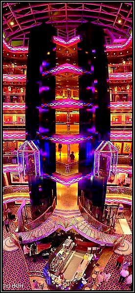 Atrium auf der Carnival Imagination