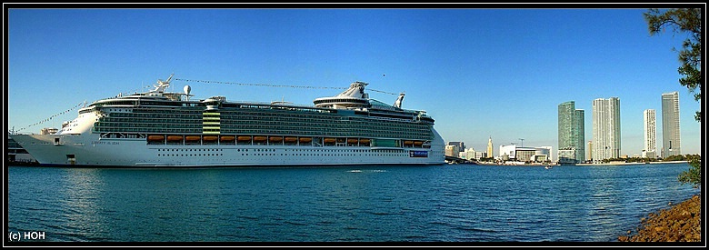 Liberty of the Seas im Hafen von Miami