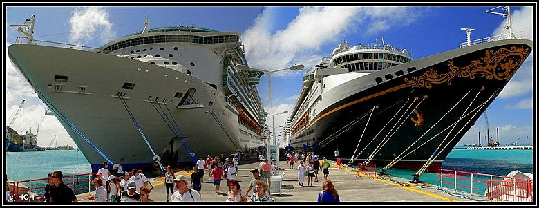 Liberty of the Seas und die Disney Magic im Hafen von Philipsburg, St.Maarten