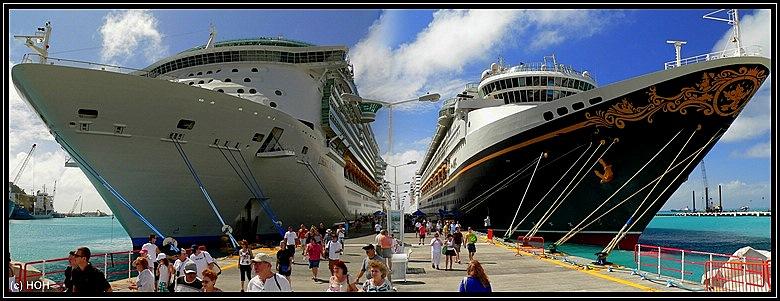 Liberty of the Seas und die Disney Magic im Hafen von Philipsburg, St.Maarten