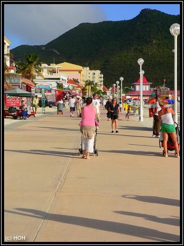 Die Strandpromenade ...