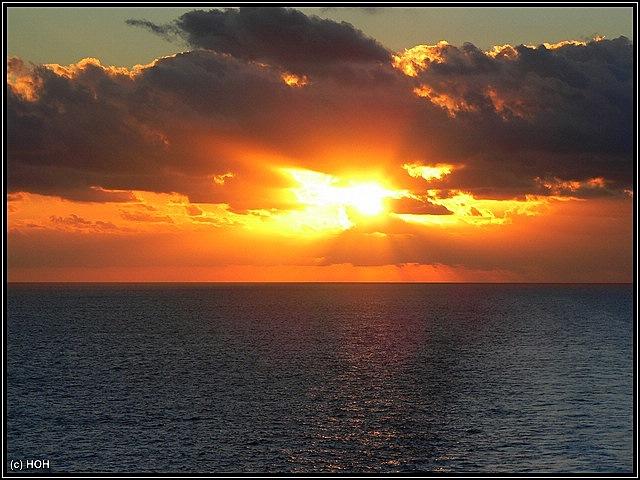 Langsamer Abschied vom Schiff mit einem wunderschönen Sonnenaufgang