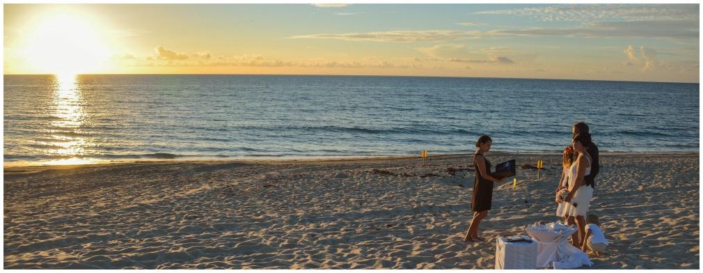 Strandhochzeit in Florida zum Sonnenaufgang am Delray Beach