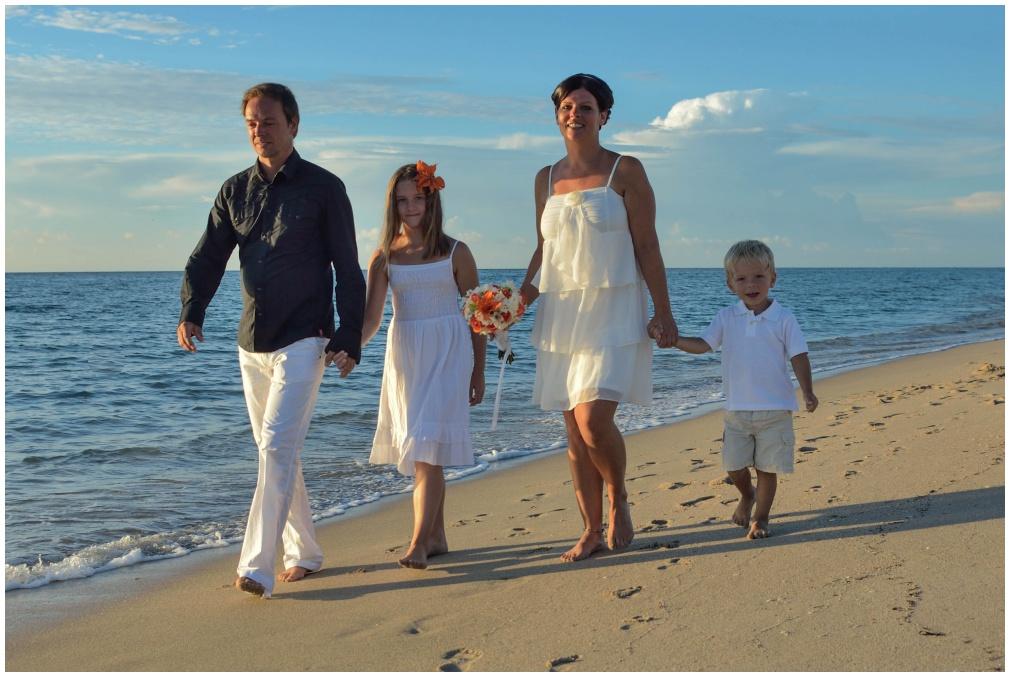 Geschafft .... nach der Strandhochzeit folgen noch ein paar Aufnahmen fürs Fotoalbum