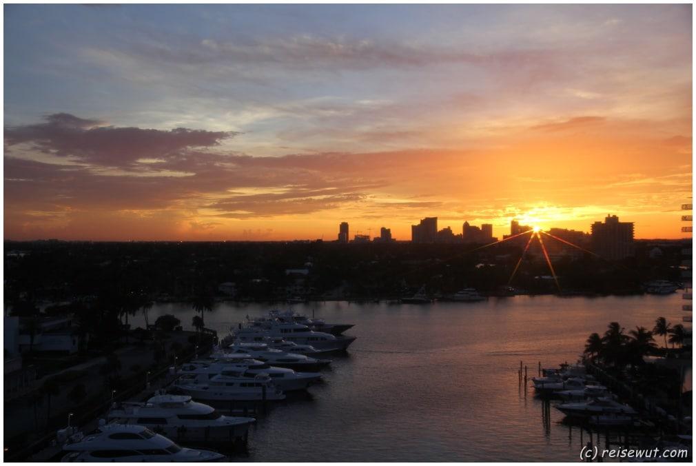 Vom Wohnzimmer aus durch die Scheibe fotografiert ... der heutige Sonnenuntergang in Fort Lauderdale