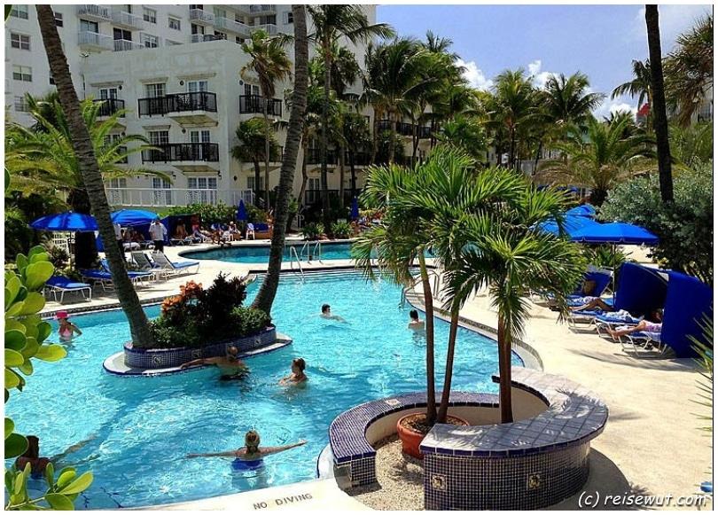 Der Poolbereich im Savoy Hotel