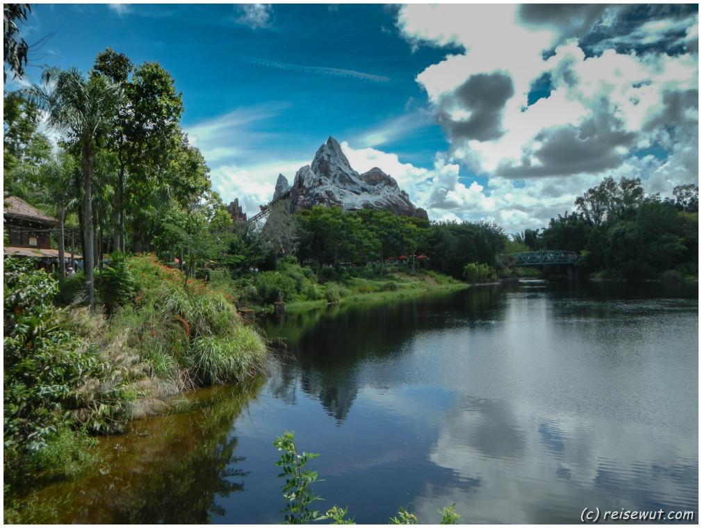 Der große See mit Blick auf die Matterhorn Experience