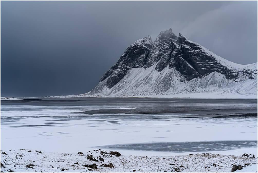 """Unschwer zu erahnen, warum dieser Berg inzwischen als """"Batman-Mountain"""" bekannt ist"""