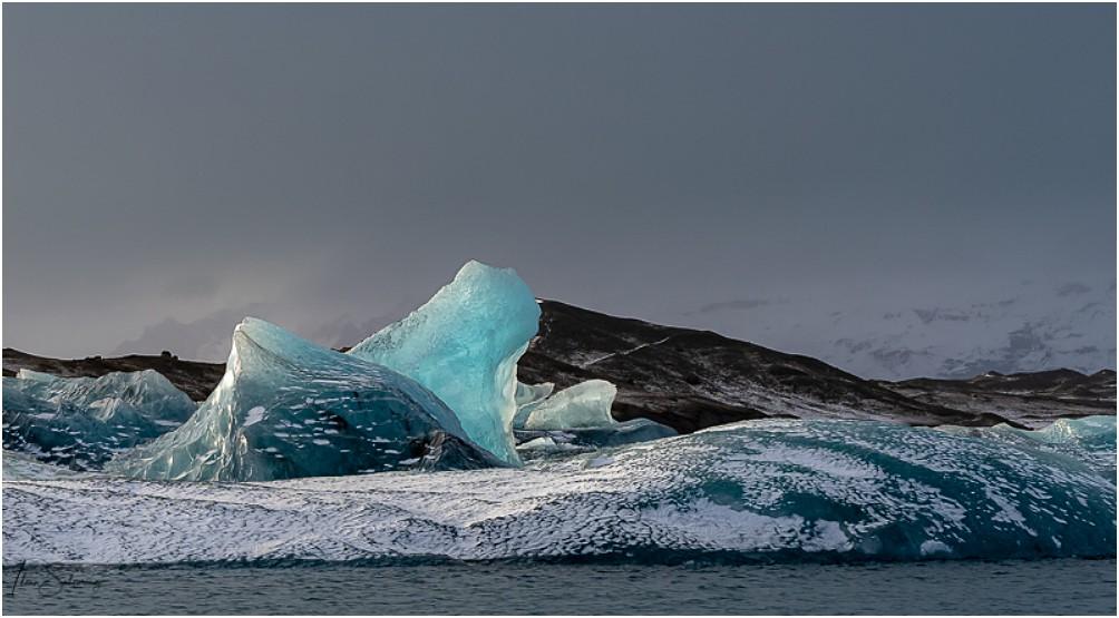 Je weniger Sonne, umso besser kommt der Blauton im Eis rüber