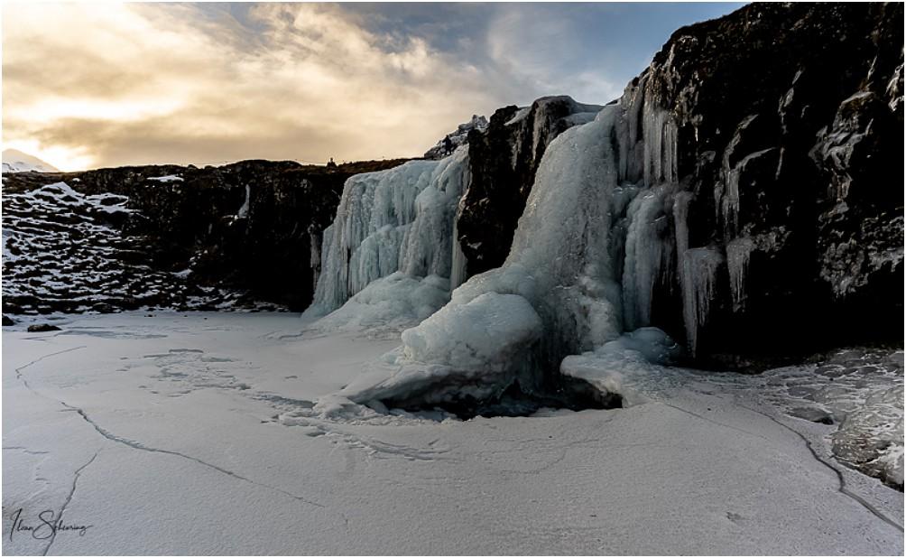Die vereisten Lower Falls vom Kirkjufellfoss