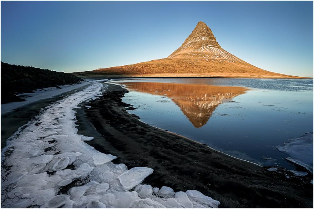 Spiegelung vom Kurkjufell in der Lagune