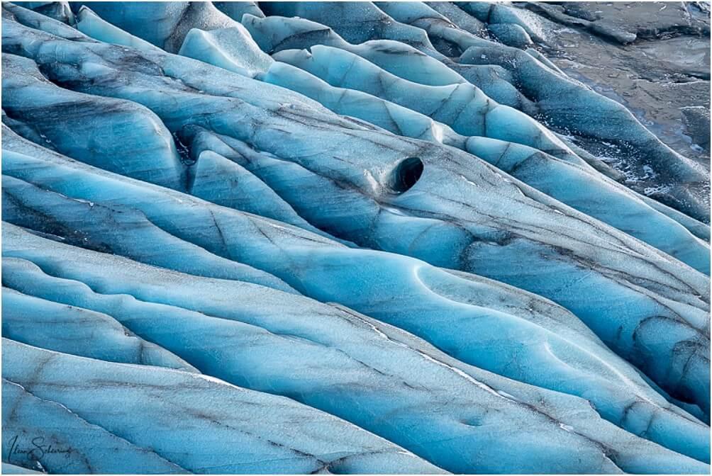 Vielleicht der Zugang zu einer Eishöhle? Man weiß es nicht ...