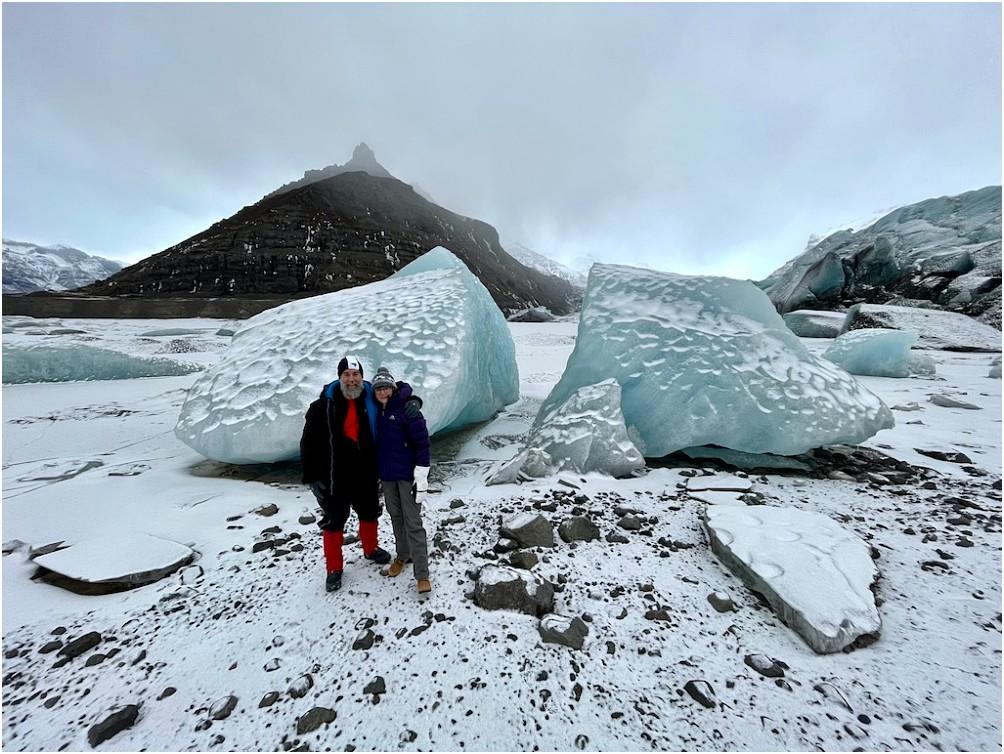 """Wie groß die Eisklumpen hier sind zeigt erst ein """"Größenvergleich"""""""