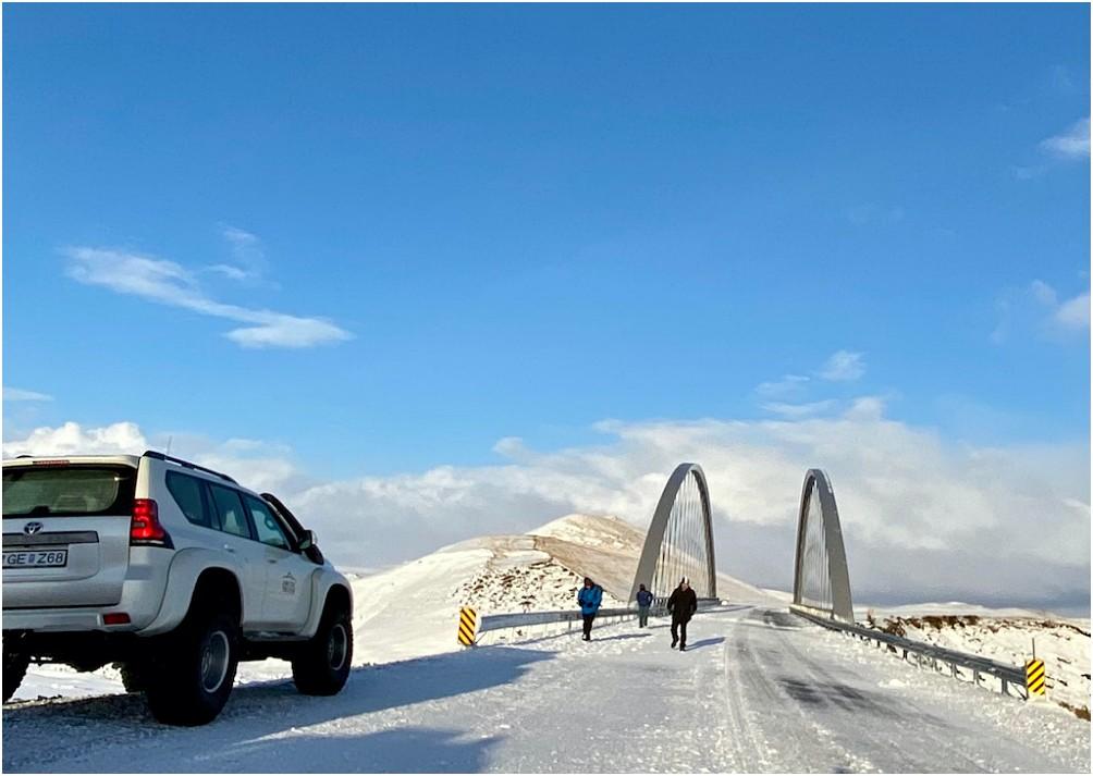 Kurzer Stopp an der neuen Brücke, welche das südliche Ende der F-208 nach Landmannalaugar markiert