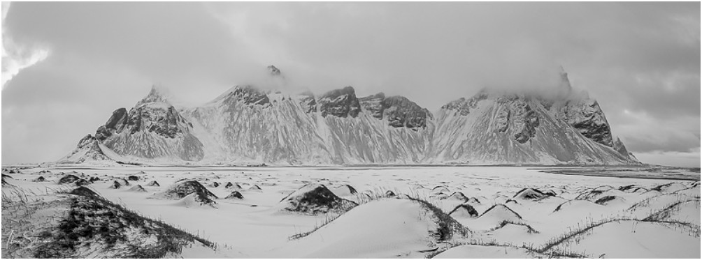 Der fotogene Berg Vestrahorn im zarten Winterkleid