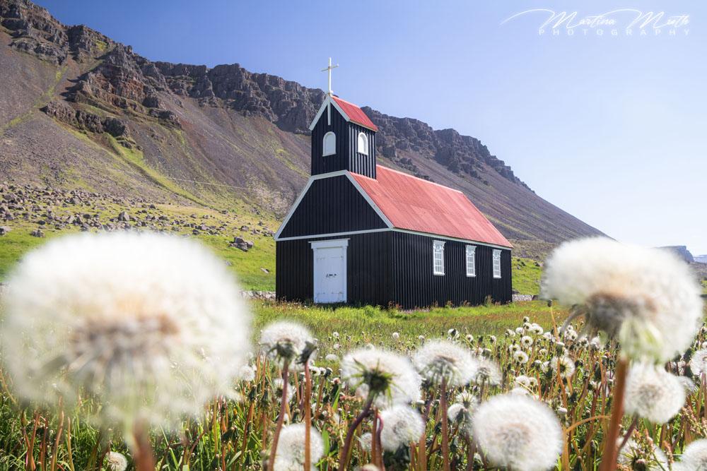 Die Saurbæjarkirkja ist eine von nur wenigen schwarzen Kirchen auf Island