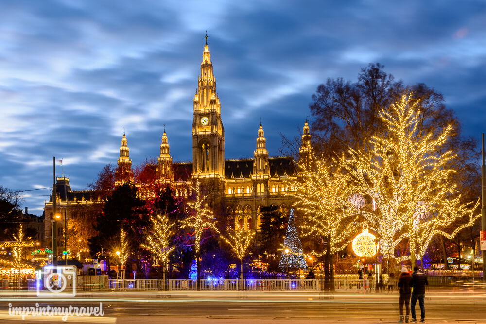 Einer der bekanntesten Weihnachtsmärkte in Wien, der Christkindlmarkt am Rathausplatz