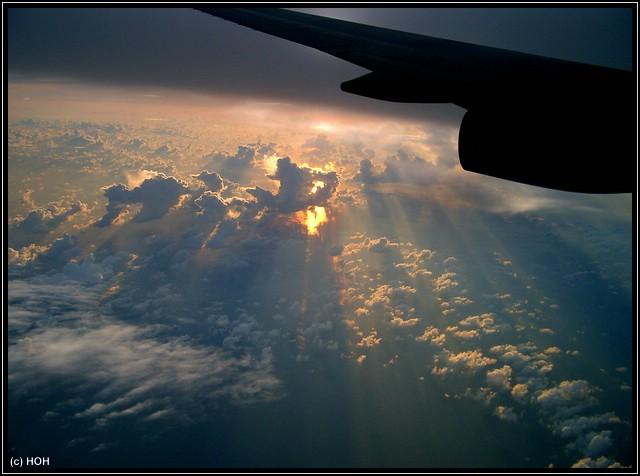 Sonnenuntergang aus 9000m Höhe kurz vor der Ankunft in Hongkong