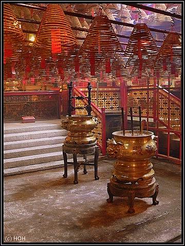 Im Inneren des Man Mo Tempels