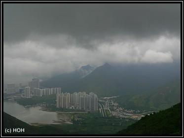 Gegen Ende der Seilbahnfahrt nach unten ... Blick auf Lantau