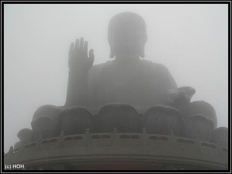 Der Tian Tan - Buddha, die größte freisitzende Buddhastatue der Welt