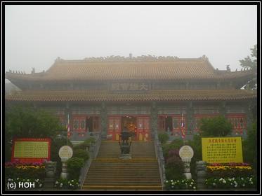 Tian Tan - Kloster von außen ...