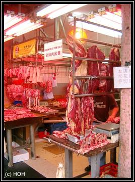 Fleischangebot auf dem Markt