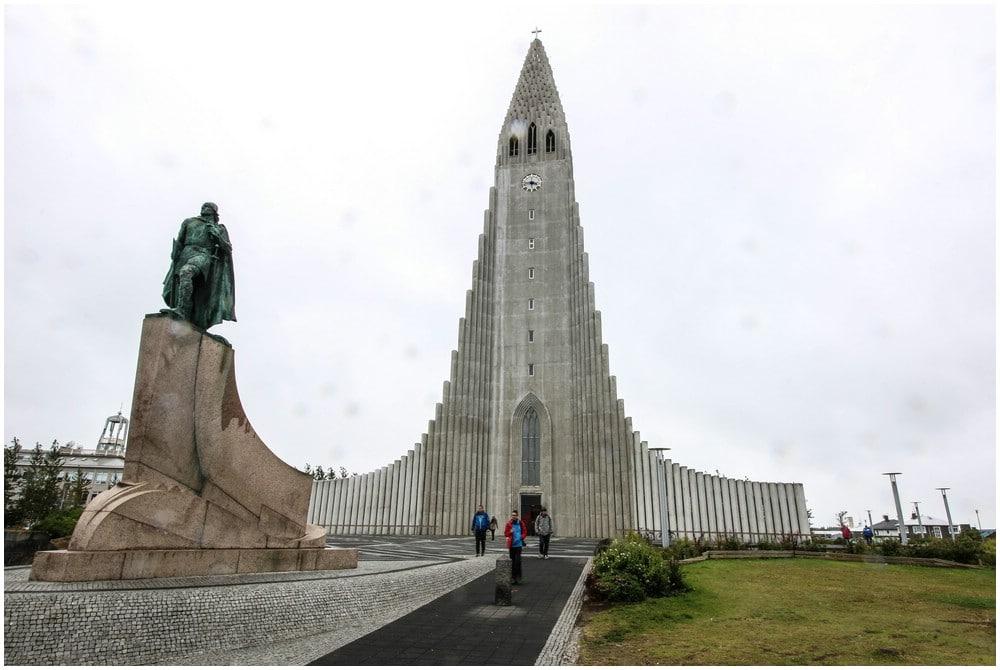 Eines der Wahrzeichen von Reykjavik ist zweifellos die Hallgrímskirkja